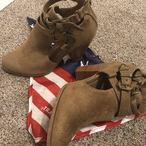 🥾 Women's Charolette Russe ankle boots sz 6